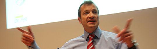 Dr. Wolfgang Feil ist Ernährungsexperte. Der 55-Jährige Schwabe berät unter anderem die Fußballer der TSG Hoffenheim, die deutsche Handball-Nationalmannschaft, den Triathleten Daniel Unger und die österreichischen Skisportler. Im Kreishaus hielt […]
